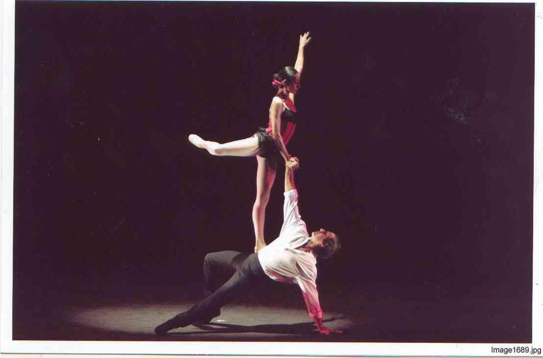 Sinfônica de Ribeirão apresenta espetáculo de balé 'Carmen, do tempo e de hoje, no Theatro Pedro II
